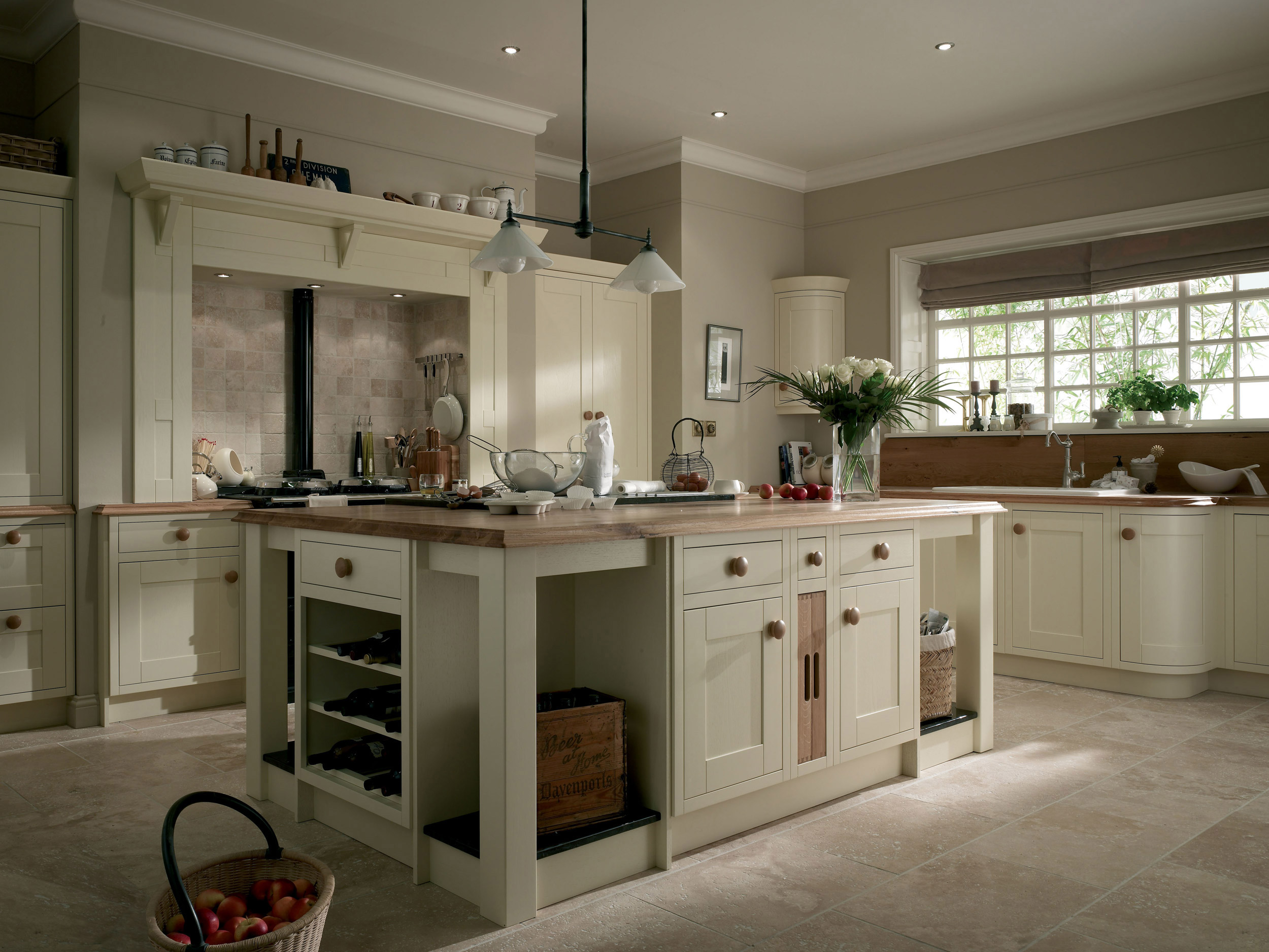 Ivory traditional kitchen for Kitchen ideas modern country